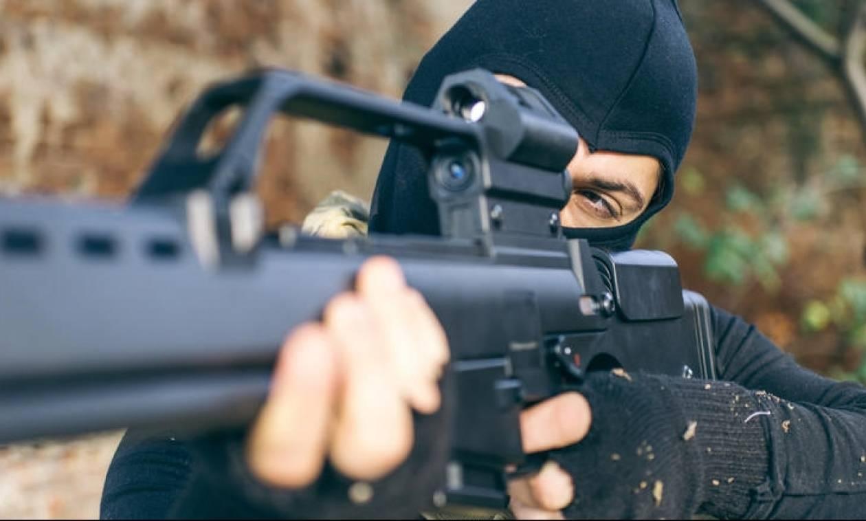 Ένοπλη ομάδα απειλεί με εκτελέσεις αν εκποιηθούν σπίτια - «Έχουμε παγιδεύσει και τη Βουλή»