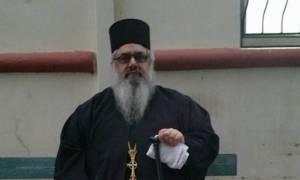 Ιερέας δώρισε από το υστέρημά του σχολικά είδη σε 41 παιδιά