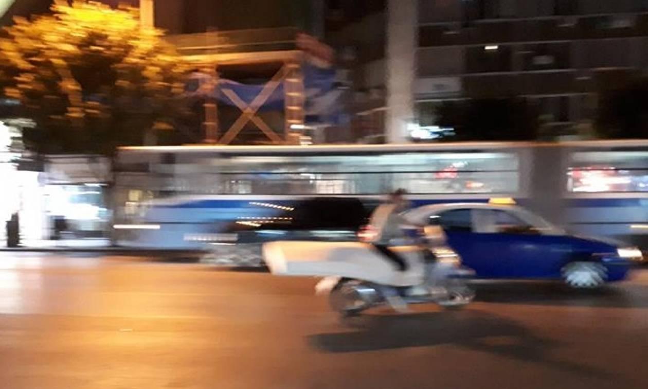 Θεσσαλονίκη: Δεν θα πιστεύετε τι μετέφερε με το μηχανάκι - Οι φωτογραφίες που σαρώνουν