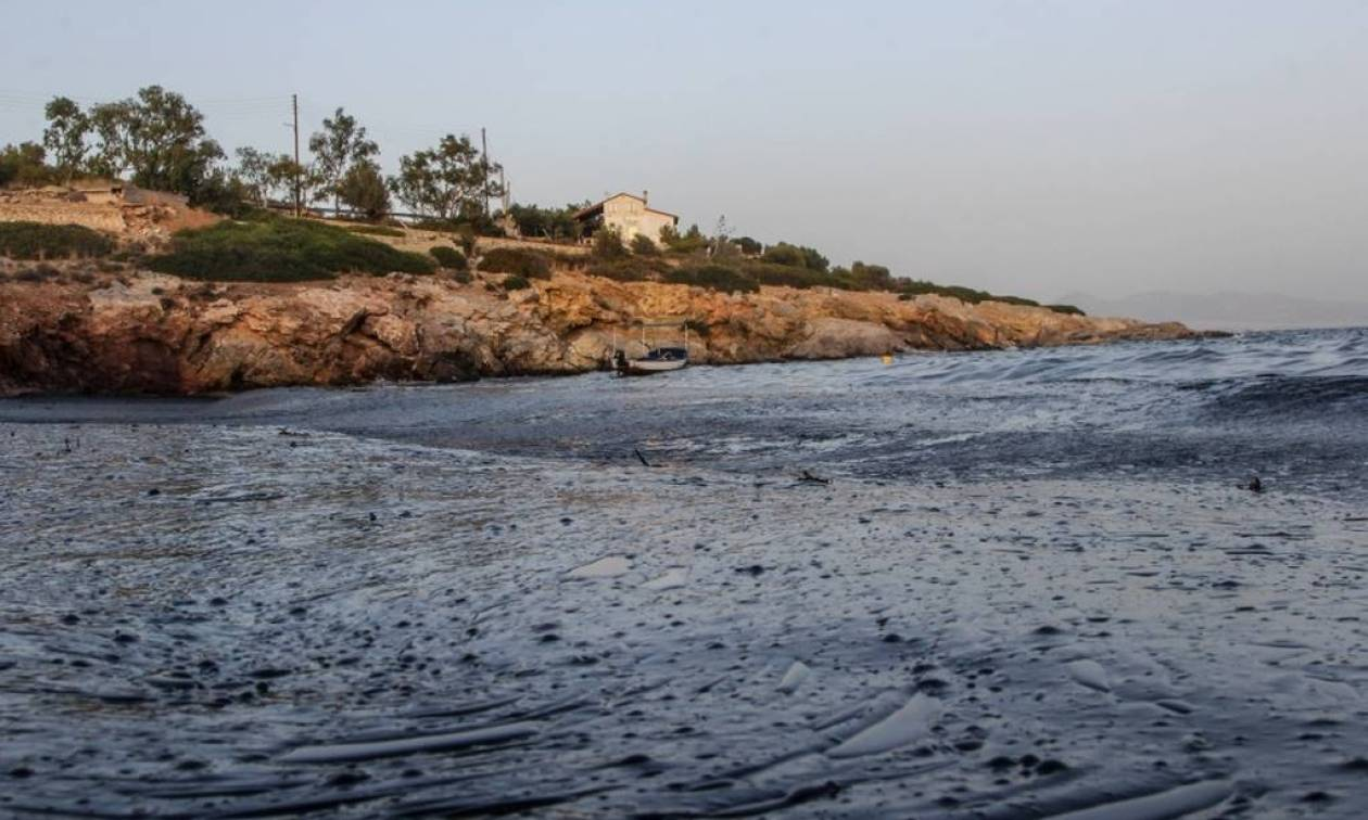Emergency meeting over Salamina oil spill held at shipping ministry