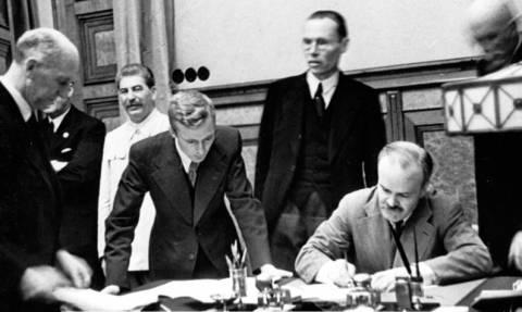 Доля россиян, не знающих о существовании пакта Молотова - Риббентропа, упала до 38%