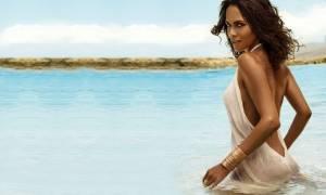 Η Χάλι Μπέρι ποζάρει ημίγυμνη και ρίχνει το Ίνσταγκραμ (Pics)
