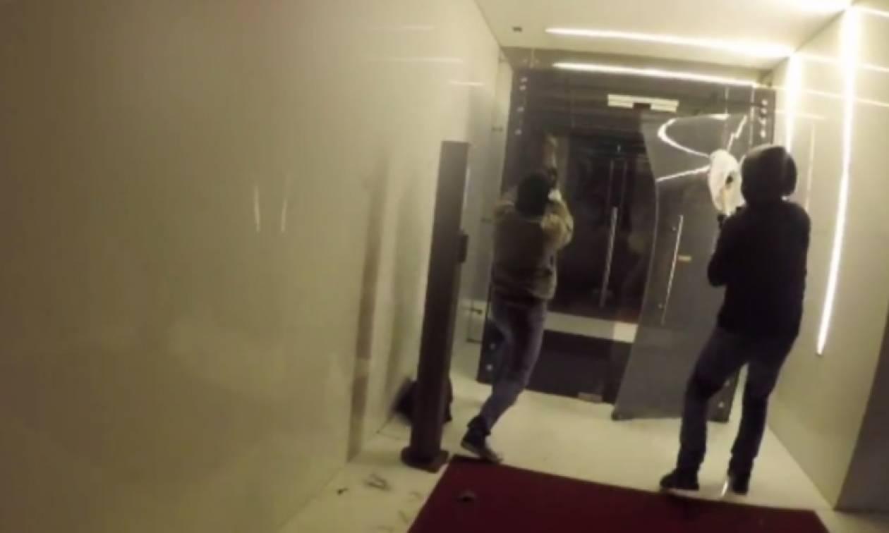 Έξαλλοι οι Τούρκοι από την εισβολή του Ρουβίκωνα στα γραφεία της Turkish Airlines (vid)