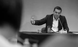 Το ΥΠΟΙΚ «αδειάζει» τον Τσίπρα: Πρόσθετα μέτρα το 2018, ξέχνα την «καθαρή έξοδο»