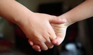 ΣΟΚ: 12χρονος βίαζε την 4χρονη αδερφή του