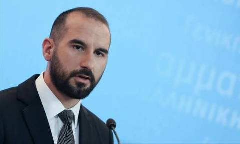 Coast guard and shipping ministry mobilised immediately after the spill, Tzanakopoulos says