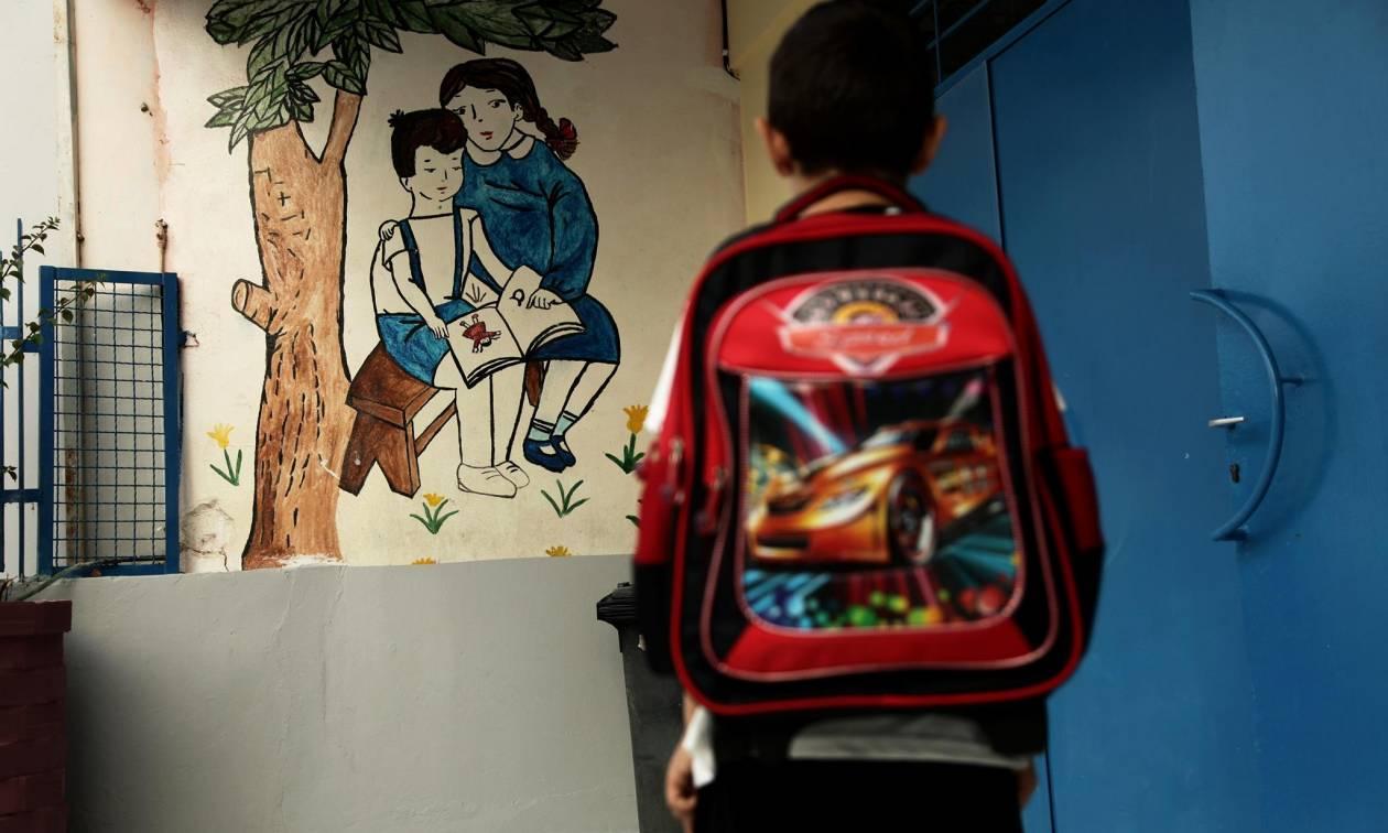 ΣΟΚ σε δημοτικό της Γλυφάδας: Αγοράκι έπεσε στο κενό προσπαθώντας να «δραπετεύσει» από την τάξη