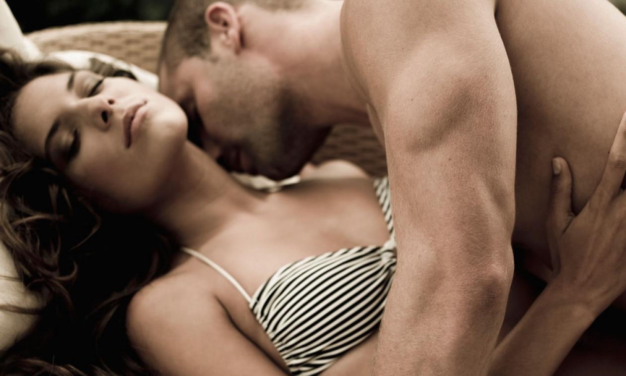 «Επιχείρηση στήθος»: Τα 4 πράγματα που πρέπει να κάνεις για να την τρελάνεις!