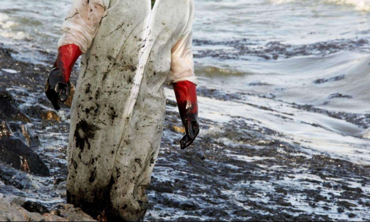 Πετρελαιοκηλίδα: Τη δικογραφία για τη βύθιση του «ΑΓ. ΖΩΝΗ ΙΙ» ζήτησε η Εισαγγελία Πειραιά
