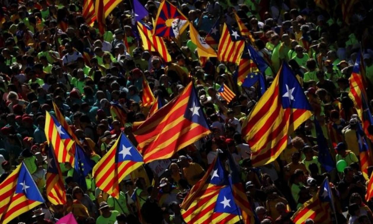 Βαρκελώνη: «Ναι» στο δημοψήφισμα ανεξαρτησίας λένε 700 Καταλανοί δήμαρχοι