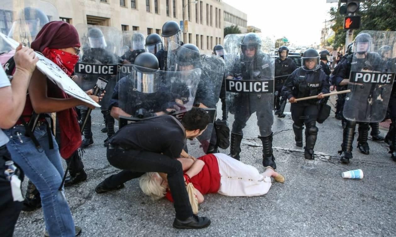 Επεισόδια και συλλήψεις στο Σεντ Λούις για την αθώωση αστυνομικού που δολοφόνησε Αφροαμερικανό (vid)