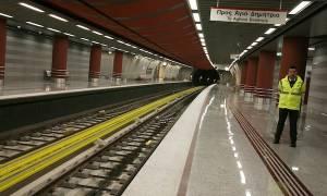 Άνδρας έπεσε στις γραμμές του μετρό στην Ομόνοια