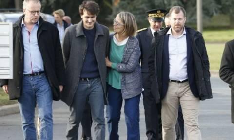 Στιγμές συγκίνησης: Ξανά στο Παρίσι ο Γάλλος δημοσιογράφος που γλίτωσε από από τα κελιά του Ερντογάν
