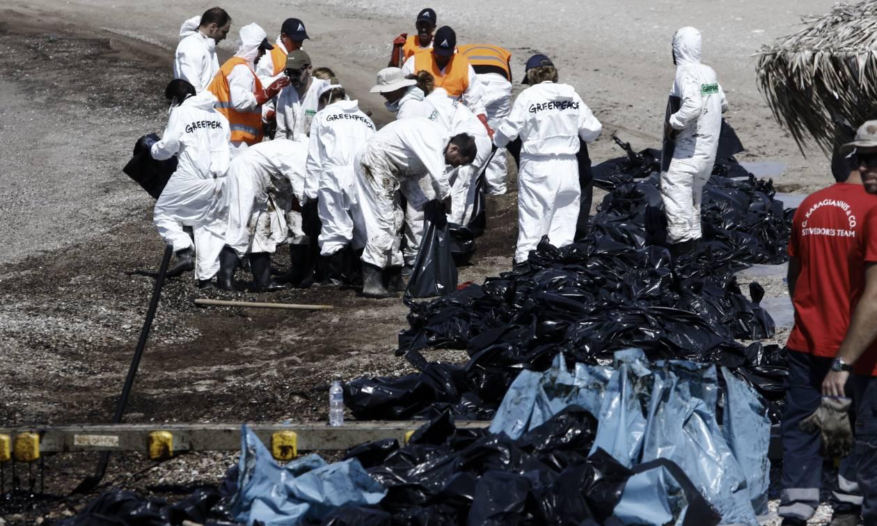 Πετρελαιοκηλίδα: Η ρύπανση έφτασε στο Λαγονήσι - Τι δείχνουν τα στοιχεία για τις παραλίες