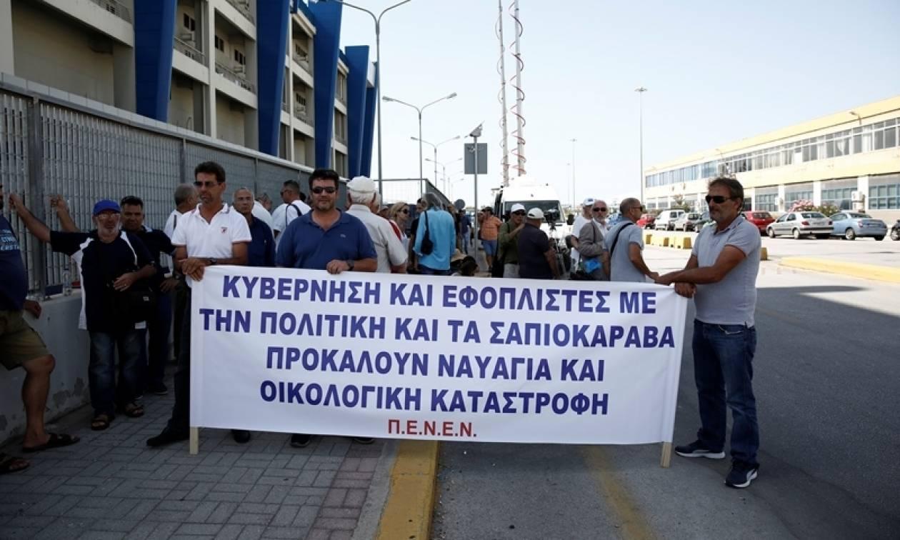 ΠΕΝΕΝ: Συγκέντρωση διαμαρτυρίας για τη ρύπανση στη θάλασσα της Αττικής - «Ξεκινήστε ελέγχους τώρα»
