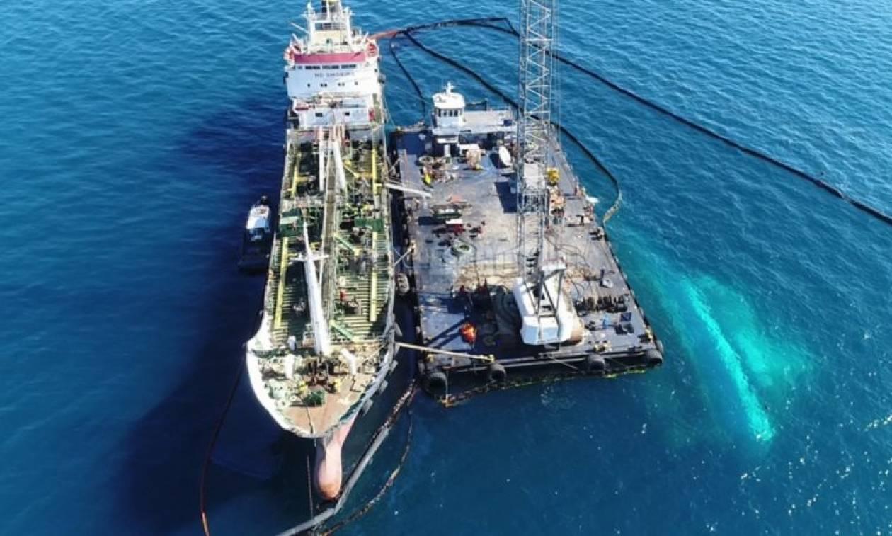 Αποχωρεί το δεξαμενόπλοιο που παραλάμβανε καύσιμα από το βυθισμένο «Αγ. Ζώνη 2»
