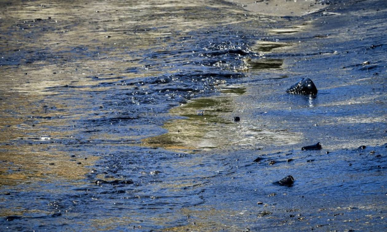 Αγωγή του δήμου Πειραιά για την πετρελαιοκηλίδα
