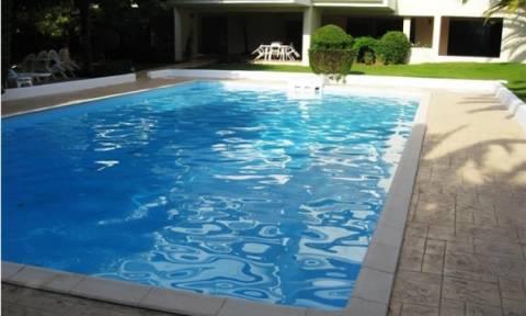 Τουρίστρια στην Κρήτη έπαθε σοκ με αυτό που βρήκε στον πάτο τής πισίνας