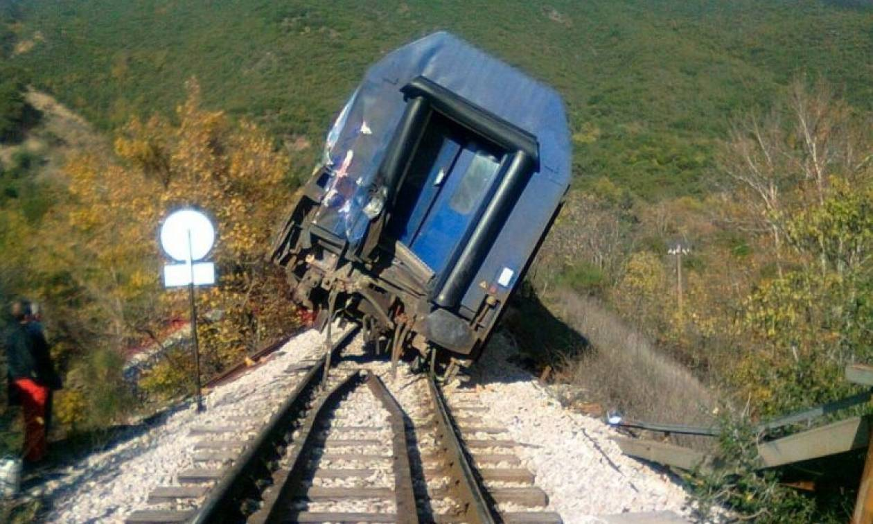Εκτροχιασμός εμπορικού τρένου στην Σπερχειάδα – Κλειστή η γραμμή
