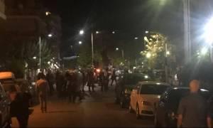 Επεισόδια στο Αγρίνιο μετά την πορεία για τον Φύσσα – Κινδύνευσε να καεί σπίτι (vid)