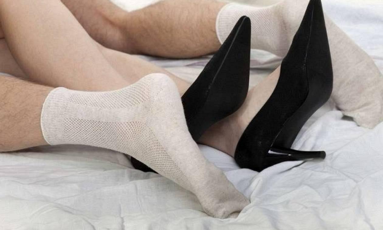 Δείτε γιατί πρέπει να κάνετε... σεξ με κάλτσες!