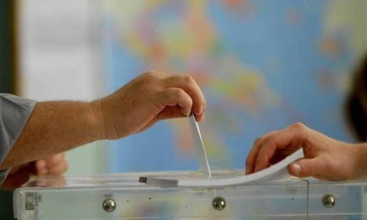 Δημοσκοπήσεις: Ένας πολιτικός «κλεφτοπόλεμος» για τα... μάτια του κόσμου