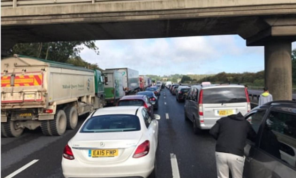 Συναγερμός στην Βρετανία: Έκλεισε ο αυτοκινητόδρομος M1 εξαιτίας ύποπτου αντικειμένου