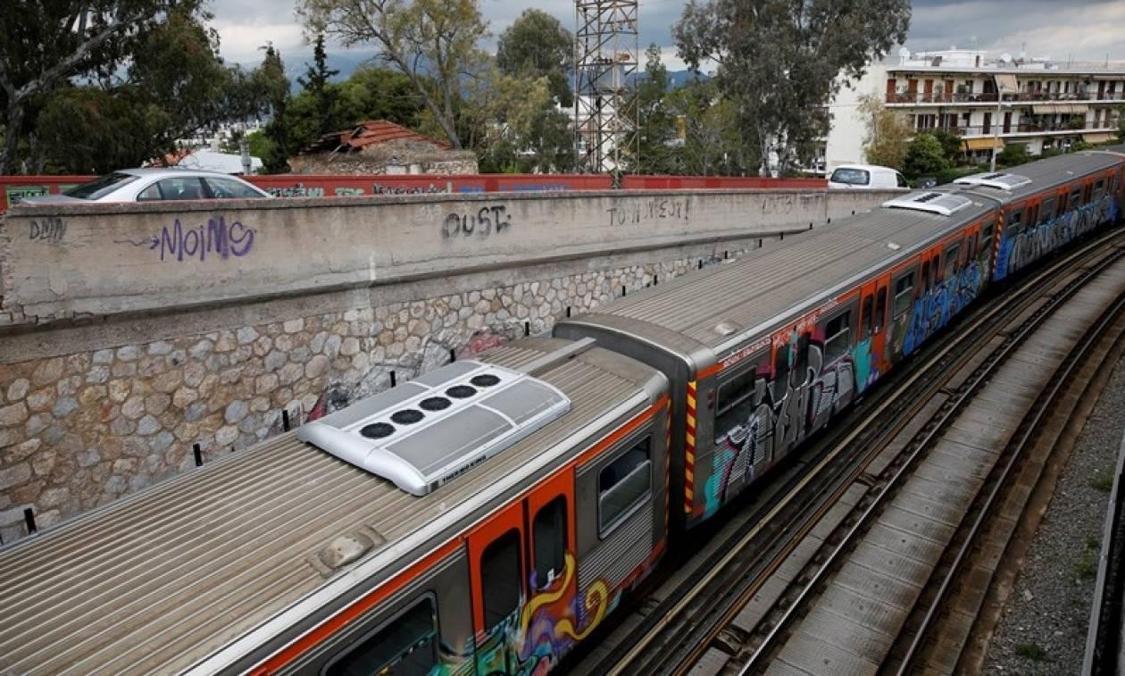 Χειροπέδες σε ανήλικους που ξάφριζαν συνομηλίκους τους σε μετρό και ΗΣΑΠ