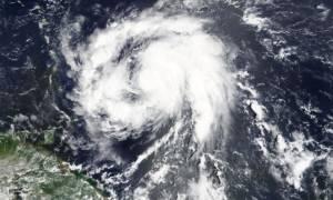 Κυκλώνας Μαρία: Σαρώνει τα πάντα στο πέρασμά του - Ένας νεκρός (pics+vid)