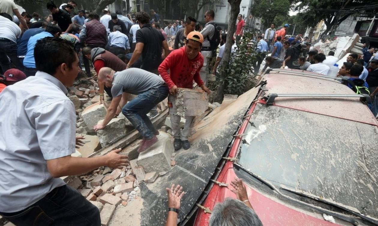 Σεισμός Μεξικό 7,1 Ρίχτερ: Ανασύρουν συνέχεια νεκρούς - Μάχη από τα σωστικά συνεργεία (pic+vid)
