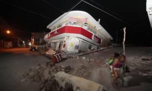 Μεξικό Σεισμός: Εκατόμβη νεκρών – Ανασύρουν συνεχώς πτώματα κάτω από τα συντρίμμια (Vid)