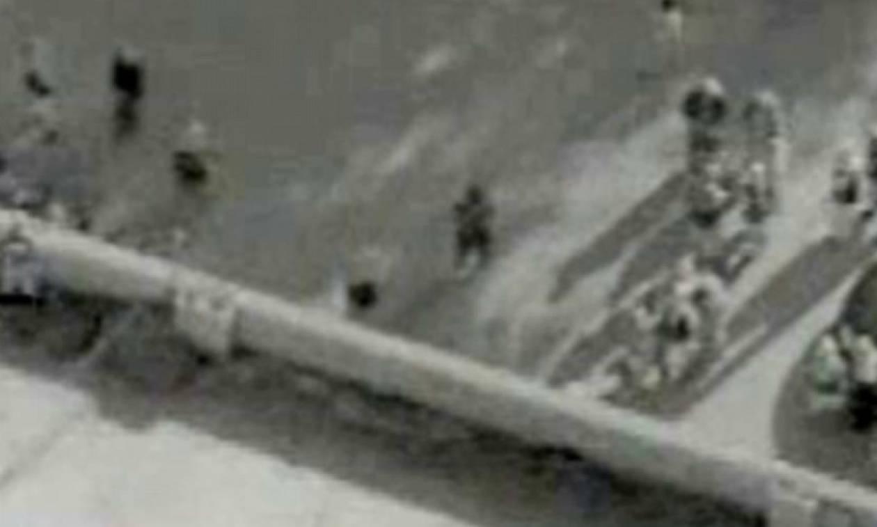 Βίντεο - σοκ: Έτσι σταμάτησαν δημόσια εκτέλεση του ISIS