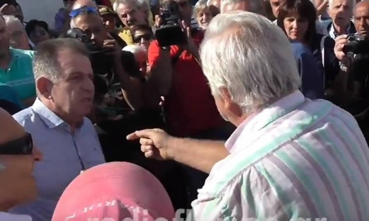 Κοζάνη - βίντεο: Κάτοικοι την «πέφτουν» άγρια σε βουλευτή του ΣΥΡΙΖΑ