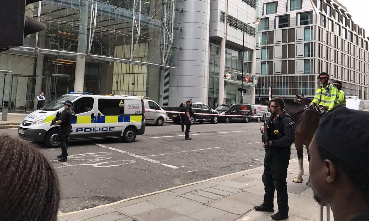 Συναγερμός για βόμβα στο Λονδίνο: Αποκλείστηκε το City (Pics+Vids)