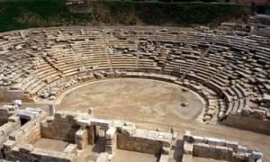 Τουρίστρια πήρε για ενθύμιο... πέτρα από το αρχαίο θέατρο της Λάρισας!