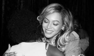 Η Beyoncé με μίνι εφαρμοστή φούστα και χωρίς ίχνος ρετούς
