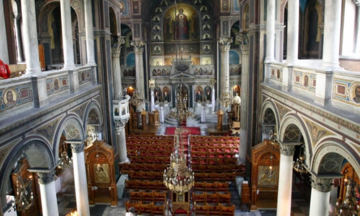 Πύργος - Απίστευτο σκηνικό με ψάλτες σε εκκλησία: «Τενεκέ ξεγάνωτε, θα σου σπάσω τα παΐδια!»