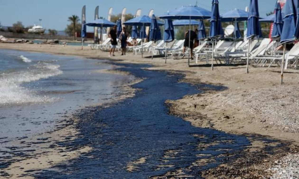 Πετρελαιοκηλίδα: Άμεσα μέτρα αντιμετώπισης της δυσοσμίας σε Δυτική Αττική και Πειραιά