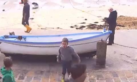 Οκτάχρονος χορεύει... Μάικλ Τζάκσον και τρελαίνει το διαδίκτυο (video)