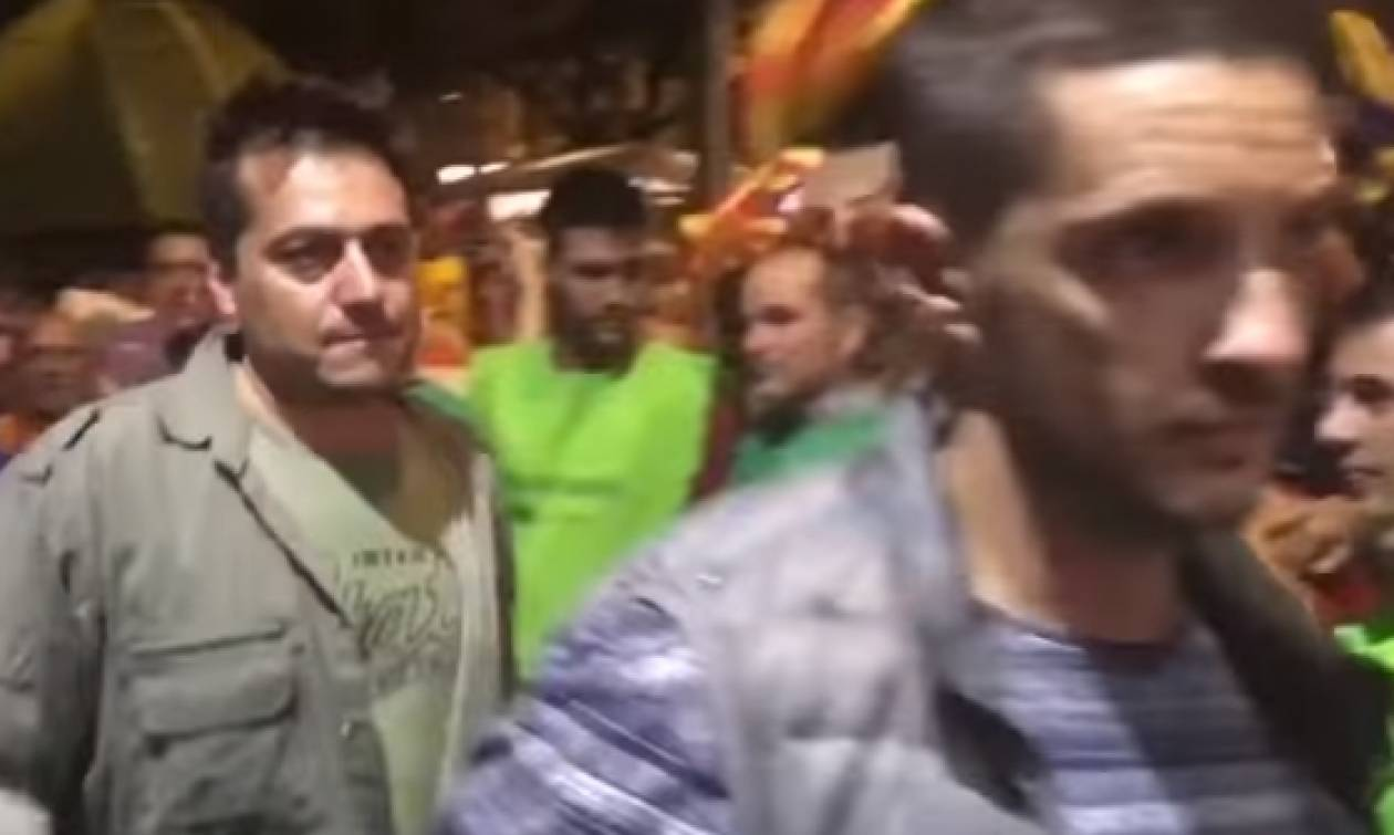 Ισπανία: Φυγαδεύτηκαν με επέμβαση της αστυνομίας οι εθνοφύλακες – Τους προπηλάκισε το πλήθος (vid)