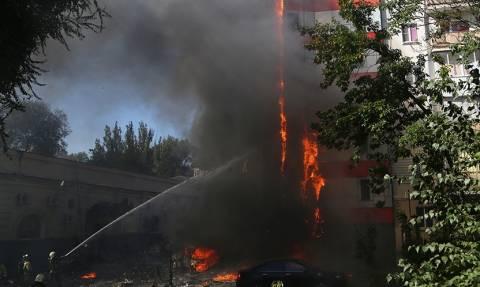 Σκηνές πανικού από φωτιά σε ξενοδοχείο - Παιδιά πήδηξαν από τα παράθυρα για να σωθούν (pics+vids)