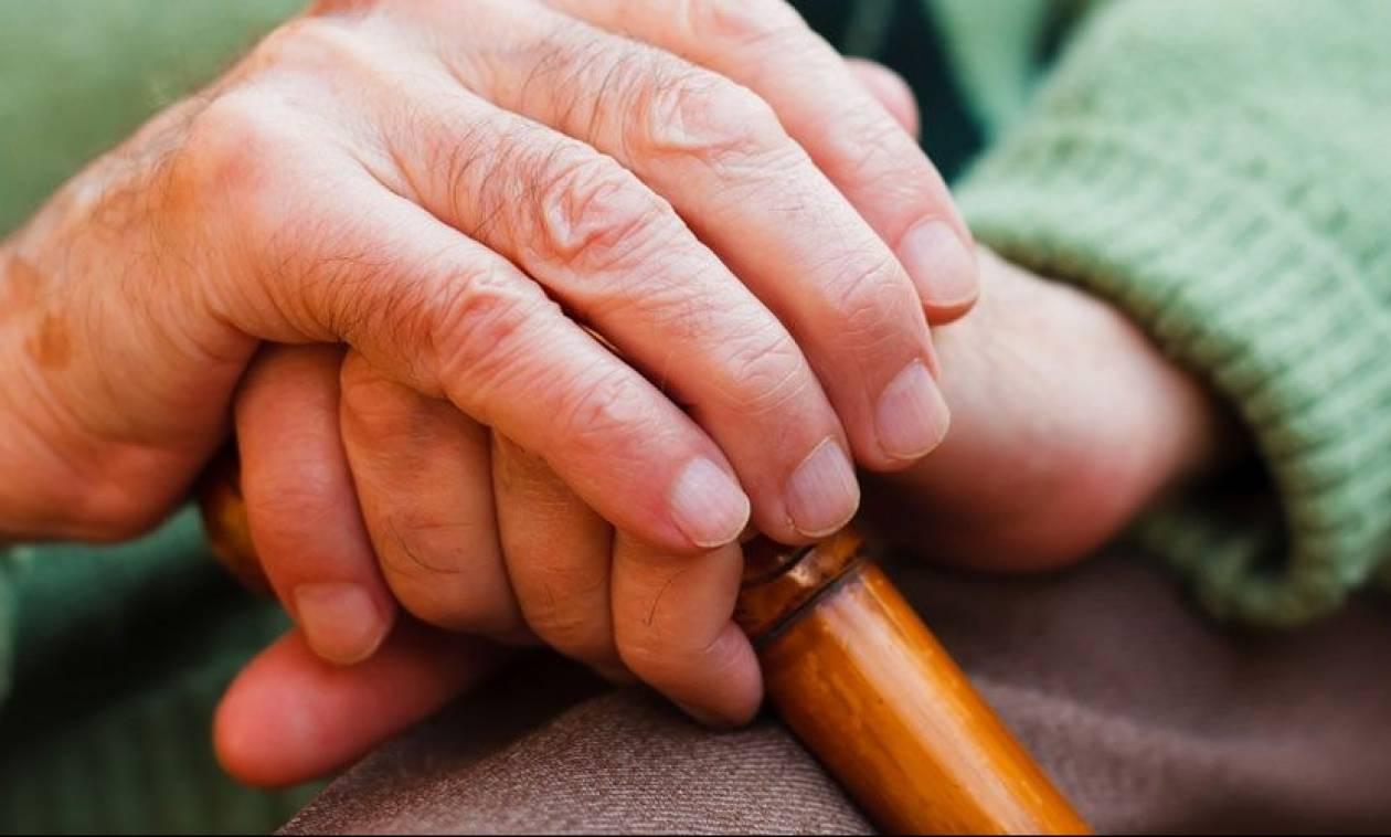 Χειροπέδες σε 32χρονο που εξαπατούσε ηλικιωμένους σε περιοχές της Αττικής