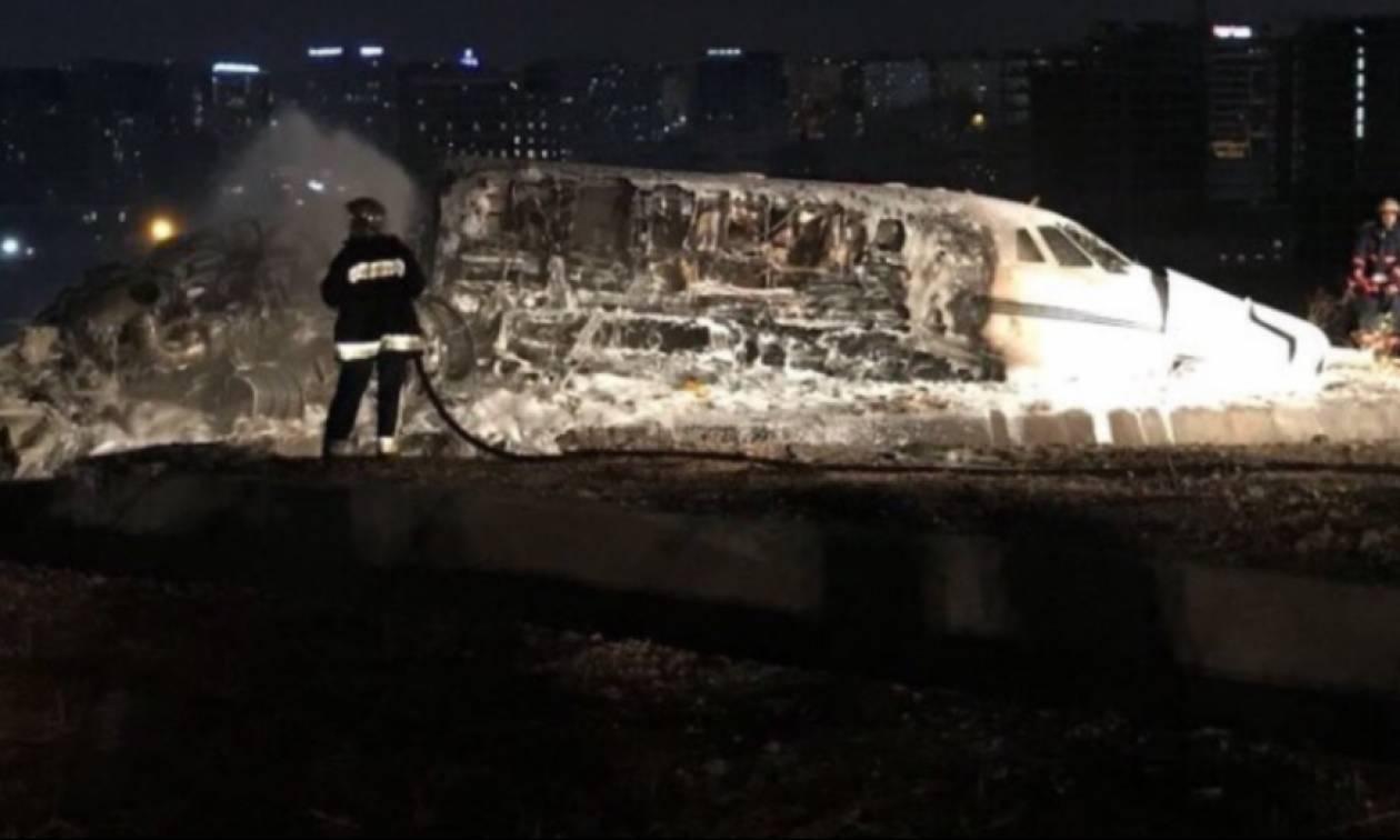 Αεροσκάφος συνετρίβη στο αεροδρόμιο της Κωνσταντινούπολης - Ένας νεκρός (pics+vid)