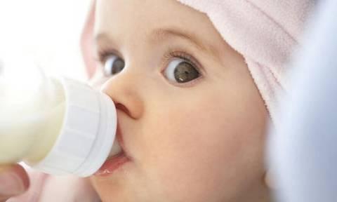Πώς μπορώ να ξέρω αν το μωρό μου πίνει όσο γάλα χρειάζεται;