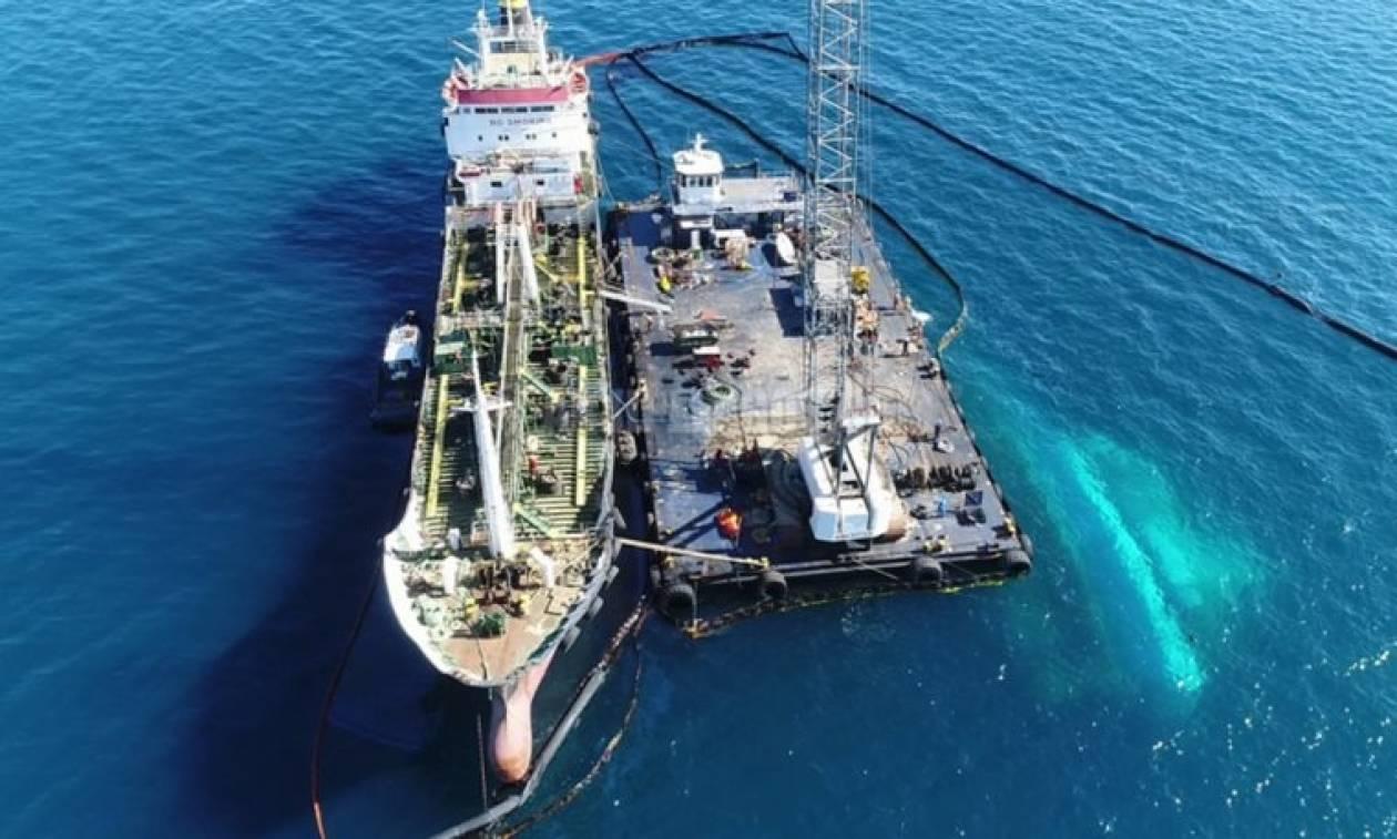 Σαρωνικός Πετρελαιοκηλίδα: O EMSA διαψεύδει την κυβέρνηση - Υπήρχε πλοίο στη Λεμεσό