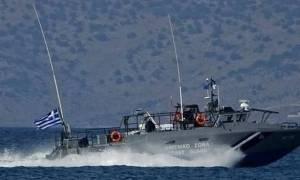 Διασώζουν έναν έναν τους μετανάστες που εγκλωβίστηκαν σε νησάκια νότια της Κρήτης