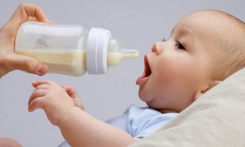 Χρειάζεται να ζεστάνω το γάλα πριν το δώσω στο μωρό μου;