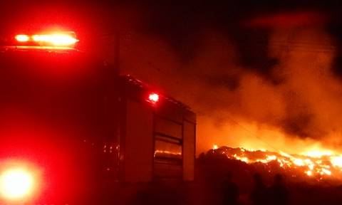 Ολονύχτια μάχη με τις φλόγες στη Μόλα Καλύβα της Κασσάνδρας