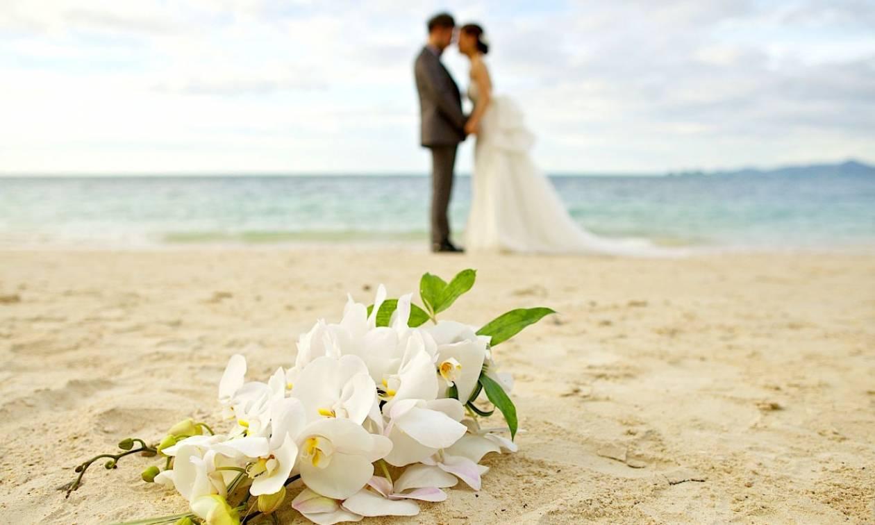 Κρήτη: Η νύφη έμαθε ότι παντρεύεται... μπροστά στην εκκλησία (pics)
