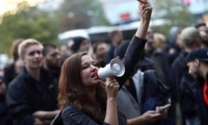 Γερμανικές εκλογές: Συγκέντρωση διαμαρτυρίας έξω από τα γραφεία του ακροδεξιού AfD (pics & vid)